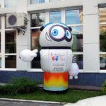 Робот с машущей рукой