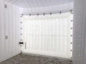надувной гараж внутри, ворота