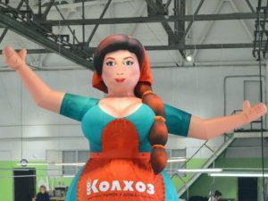 Надувная кукла зазывала Девушка продавец, надувная женщина, женщина с большими глазами, большая грудь, надувная красавица, надувная фигура, рукомах, фигура с машущей рукой, аэрофигура, аэромен