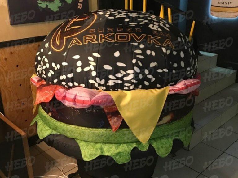 Надувная фигура черный бургер, надувной бургер, черный бургер, надувная булочка, надувной фастфуд, реклама ресторана быстрого питания