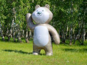надувной медведь боком