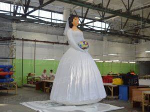 рекламная надувная фигура невеста