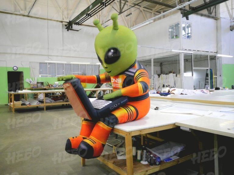 Надувная фигура инопланетянин ДНС, инопланетянин DNS, надувная фигура, надувной логотип,