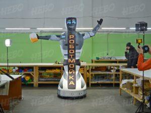 фигура робот зазывала