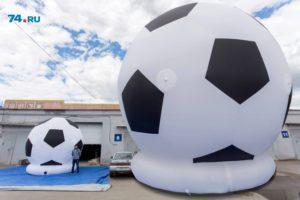 Гигантский надувной футбольный мяч