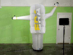 Надувной космонавт с машущей рукой