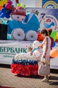 Надувная детская коляска на Дне Города