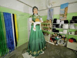 Надувная фигура татарка в национальном костюме